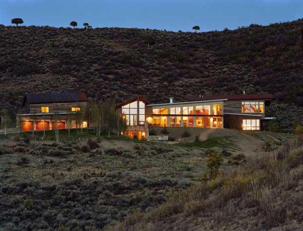 Planos de una casa de campo con un estilo rural