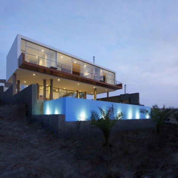 Planos de una casa de playa en desnivel: Casa Q en el Perú