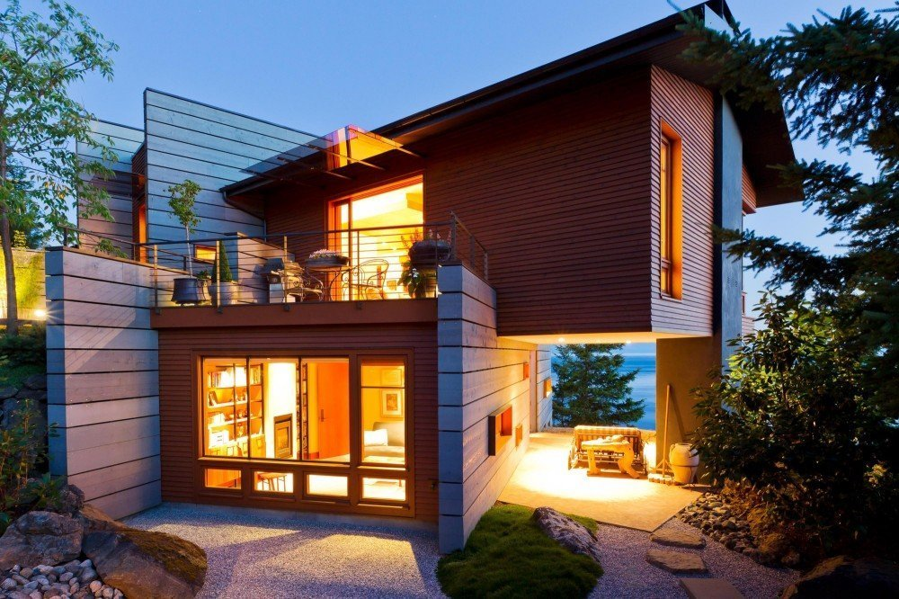 Fachadas Volumétricas de una Casa Contemporánea, vistas a la costa de la isla de San Juan