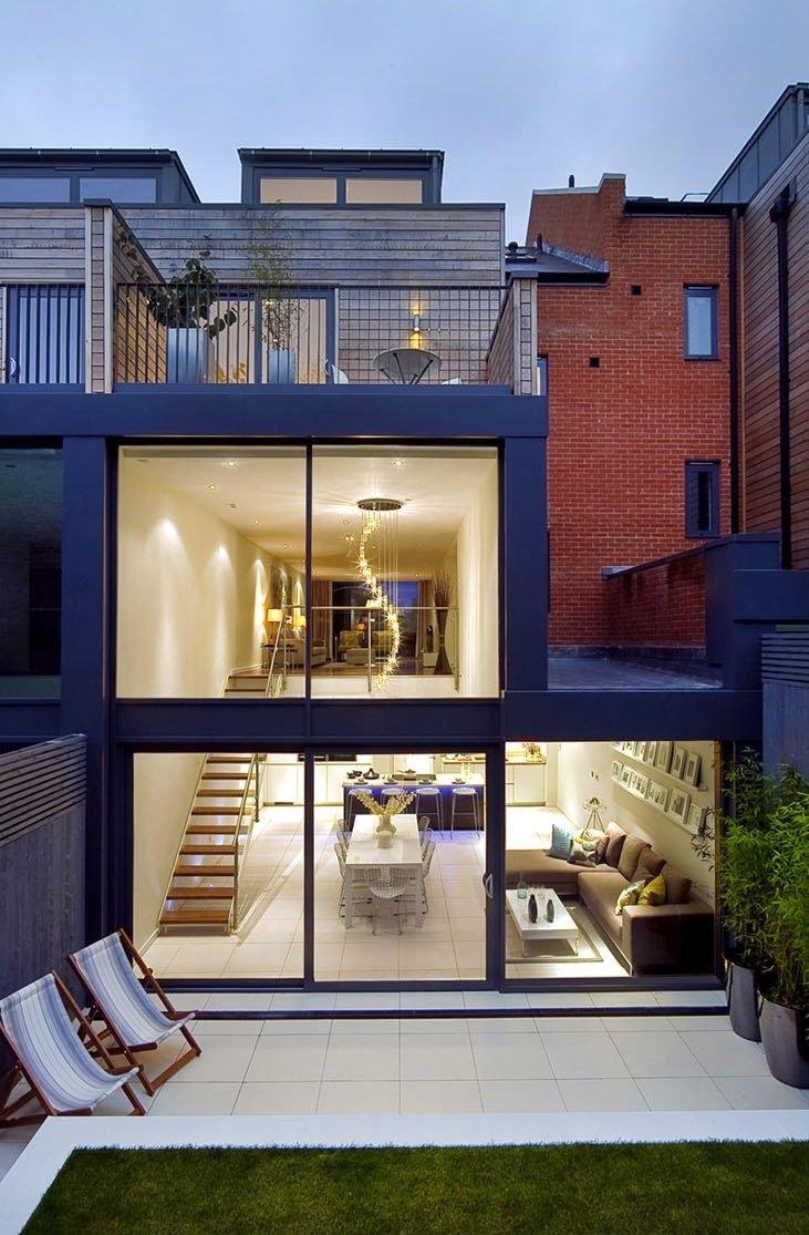 Pano de una exquisita Casa en Londres con doble espacio de volumen por LLI Diseño