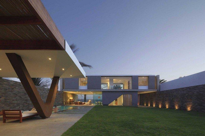 Planos de casas modernas con alto nivel de transparencia Casa Mar de Luz en Perú